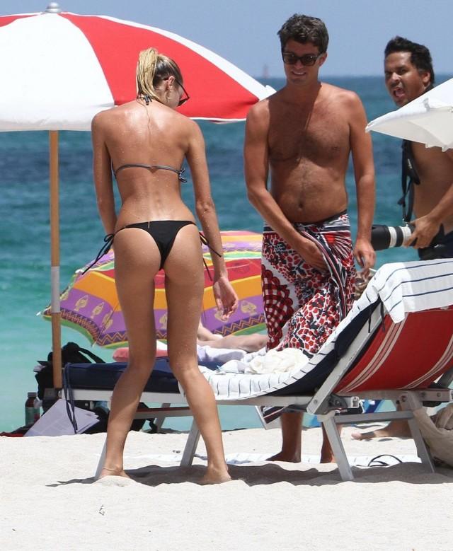 Candice-Swanepoel-bikini7